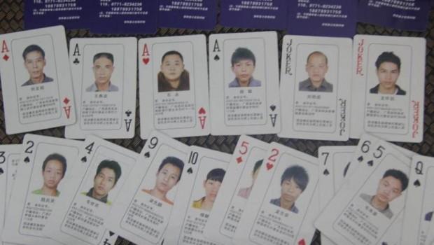 Galt eller genialt?: Kinesisk politi putter 'most wanted'-ansigter på pokerkort