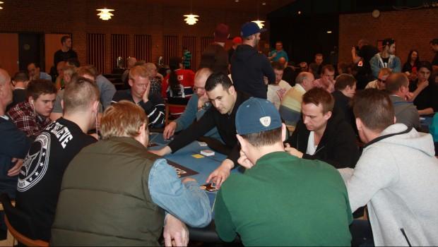 Det nye pokerboom: Turneringsserierne vinder på onlinepokerens fald