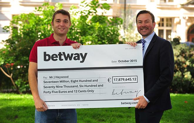 Den britiske ex-soldat, Jon Heywood, satte en Guinness World Record, da han vandt £13.213.838,68 fra et 25 pence spin på Mega Moolah-maskinen på Microgaming.