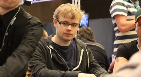 EPT Grand Final: Mickey Petersen tripler i sygt setup: AA vs KK vs KK