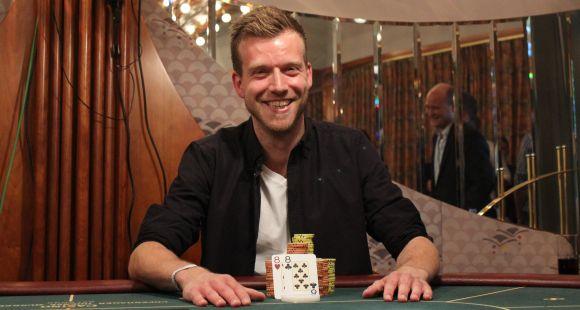 I 2013 vandt Rasmus Agerskov DM i Poker, men selvom han har cashet for mere end $650.000 live, er det under nicket 'RasA86' på PokerStars, han for alvor har succes. Her har han tourgevinster for næsten $2,2 millioner.