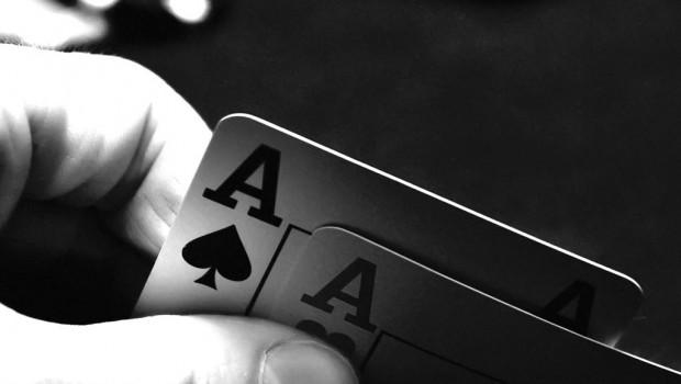 Pokerspillere anklages for millionfusk: Udviklede tegnsprog på stort finalebord