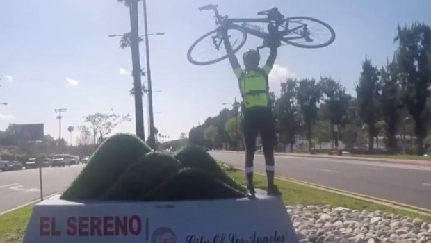 Bilzerian taber $10.000 prop bet til Abernathy: Cyklede fra Las Vegas til Los Angeles